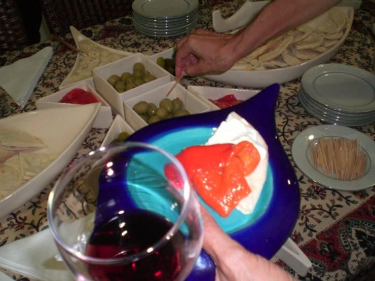 Platos para cocktail: Cocina de estilo  por ManoLatina
