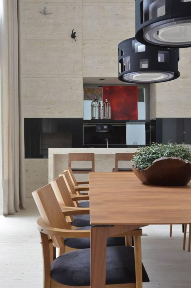 Столовые комнаты в . Автор – Ana Letícia Virmond Projetos e Interiores, Модерн