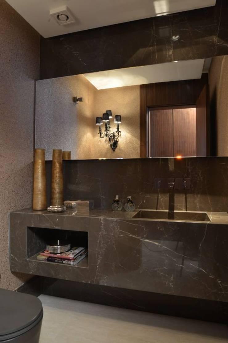 Ванные комнаты в . Автор – Ana Letícia Virmond Projetos e Interiores, Модерн