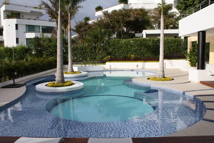 Pool by Camilo Pulido Arquitectos