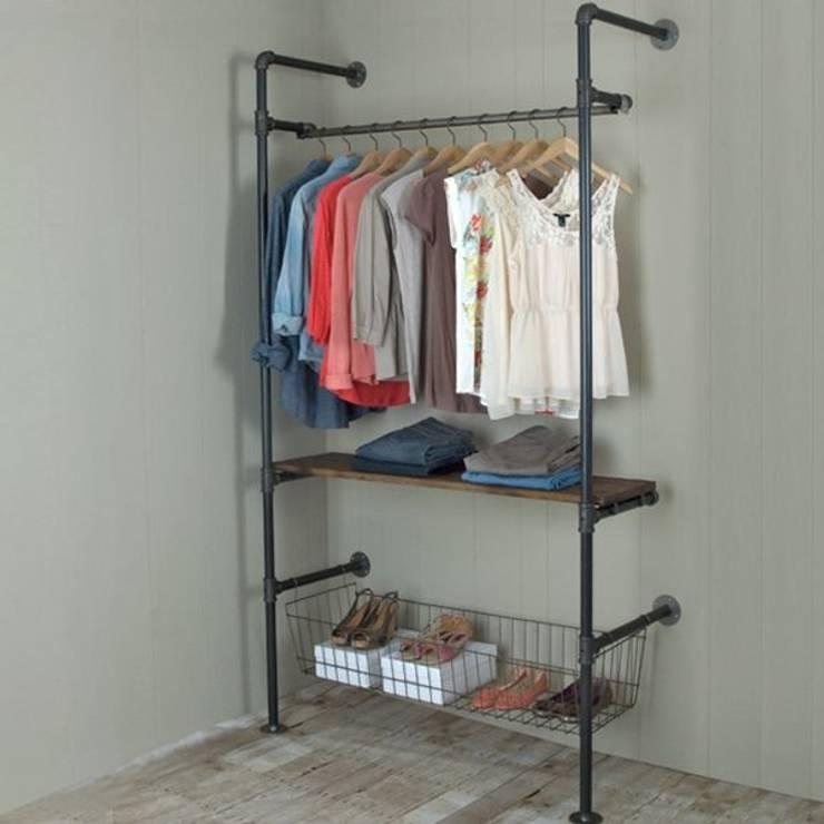 Gepettonun Atölyesi – Askılık&Giyinme Odası:  tarz Giyinme Odası