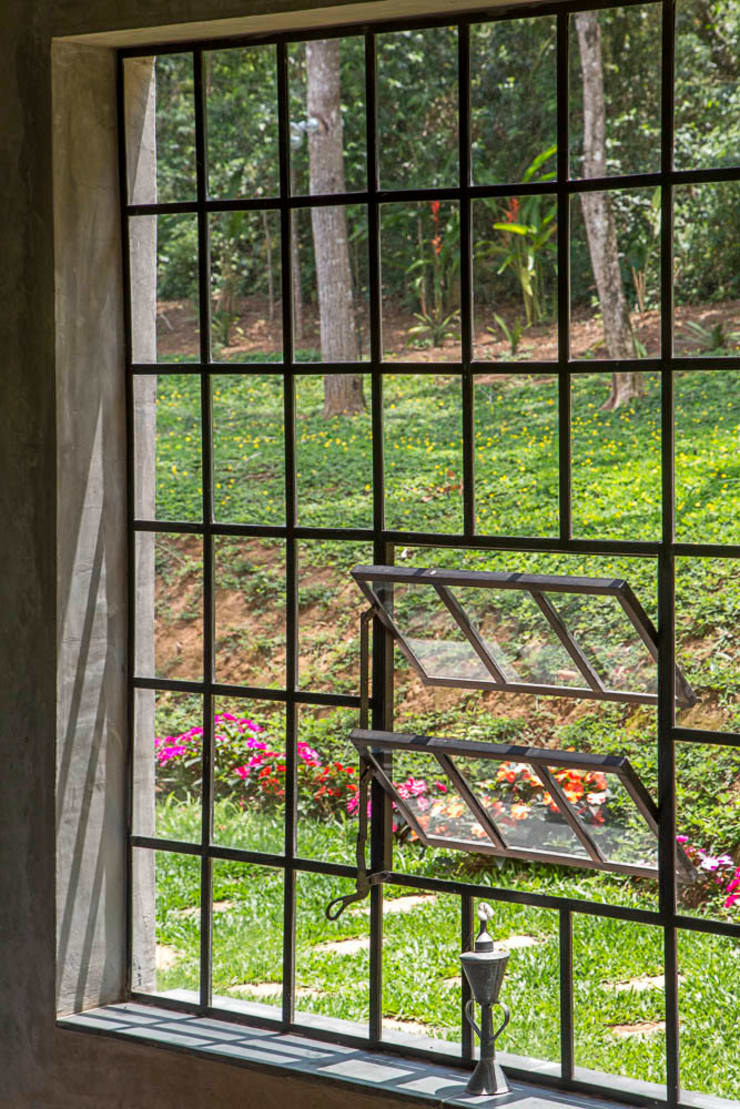 Windows by Carlos Salles Arquitetura e Interiores,