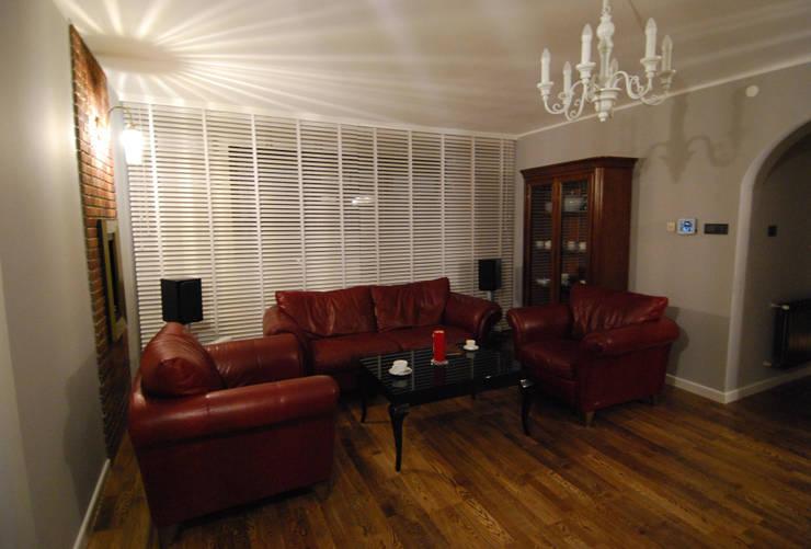 Ząbki.: styl , w kategorii Salon zaprojektowany przez 4 kąty a stół 5 Pracownia Projektowa Ewelina Białobrzewska