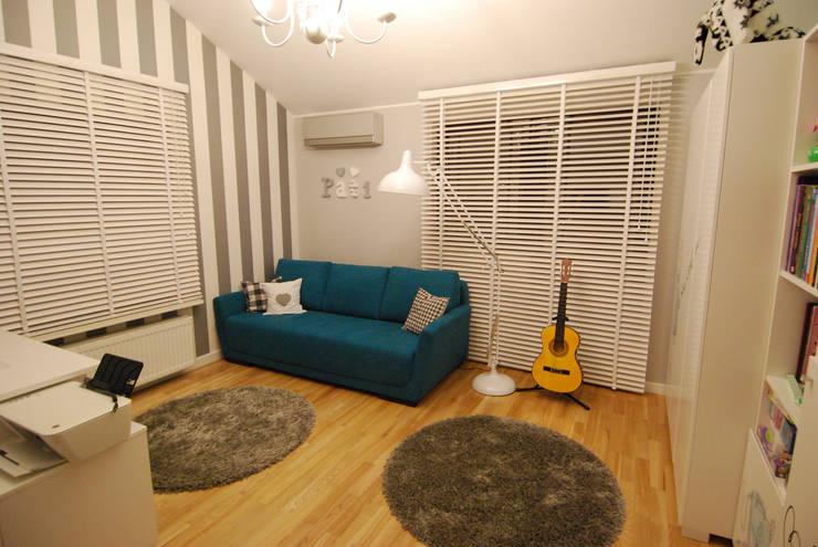 Ząbki.: styl , w kategorii Pokój dziecięcy zaprojektowany przez 4 kąty a stół 5 Pracownia Projektowa Ewelina Białobrzewska