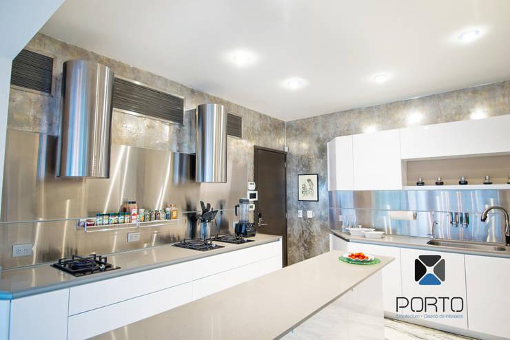 Segunda parte proyecto <q> La Ramona</q>. : Cocinas de estilo  por PORTO Arquitectura + Diseño de Interiores