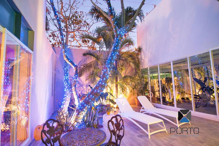 Jardines de estilo  por PORTO Arquitectura + Diseño de Interiores