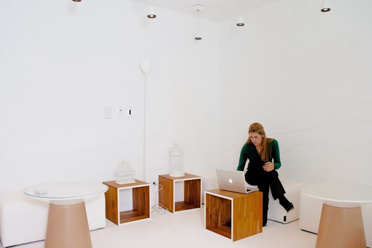 Espacios de Oficinas interiores: Salas de estilo  por CHIMI