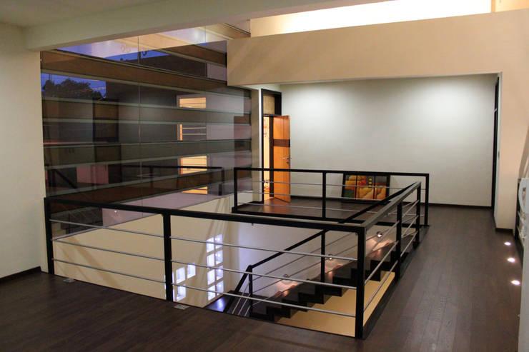 Corridor, hallway by Arquimia Arquitectos