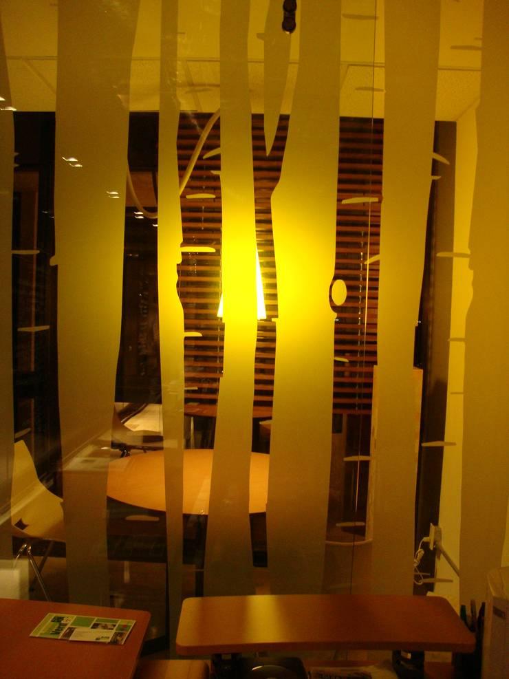 Oficinas BCA : Paredes de estilo  por BCA Arch and Interiors