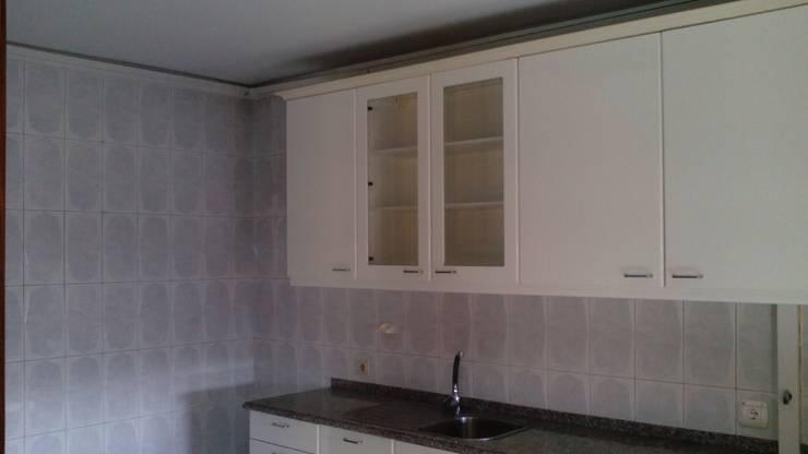 Cozinha (Antes):   por Idealiving