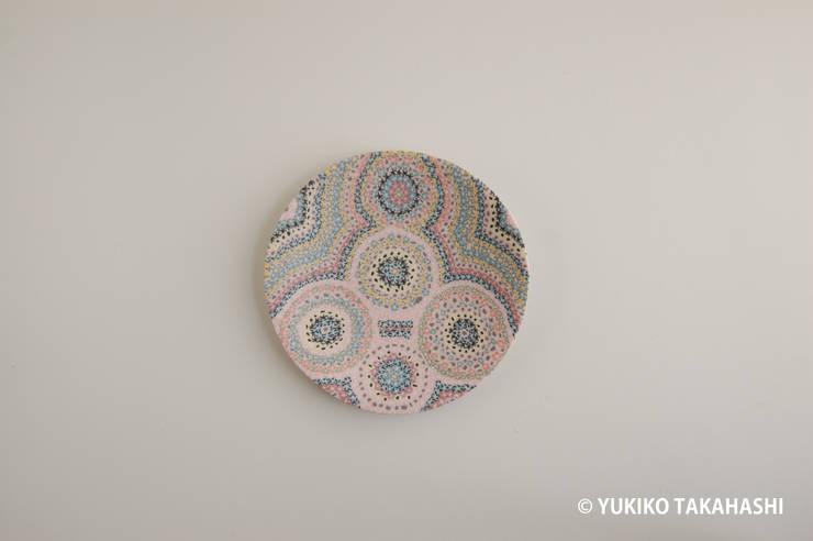春の花皿: 高橋由紀子が手掛けたアートです。