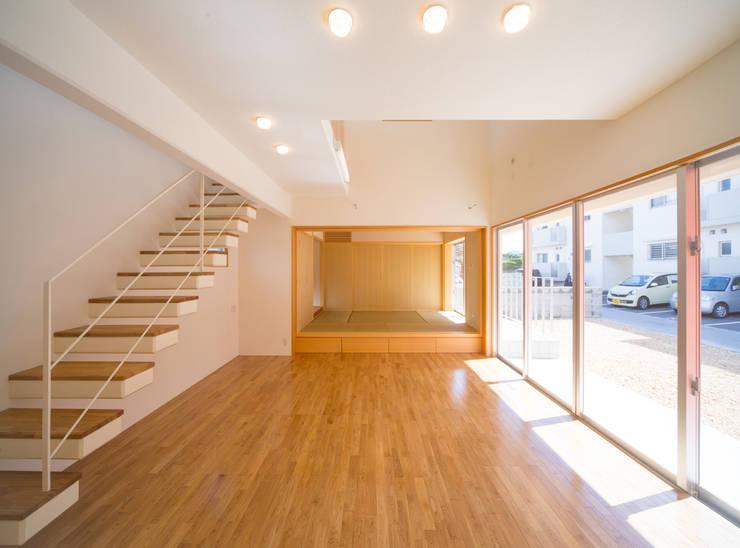 1階広間2・和室: プラソ建築設計事務所が手掛けたリビングです。