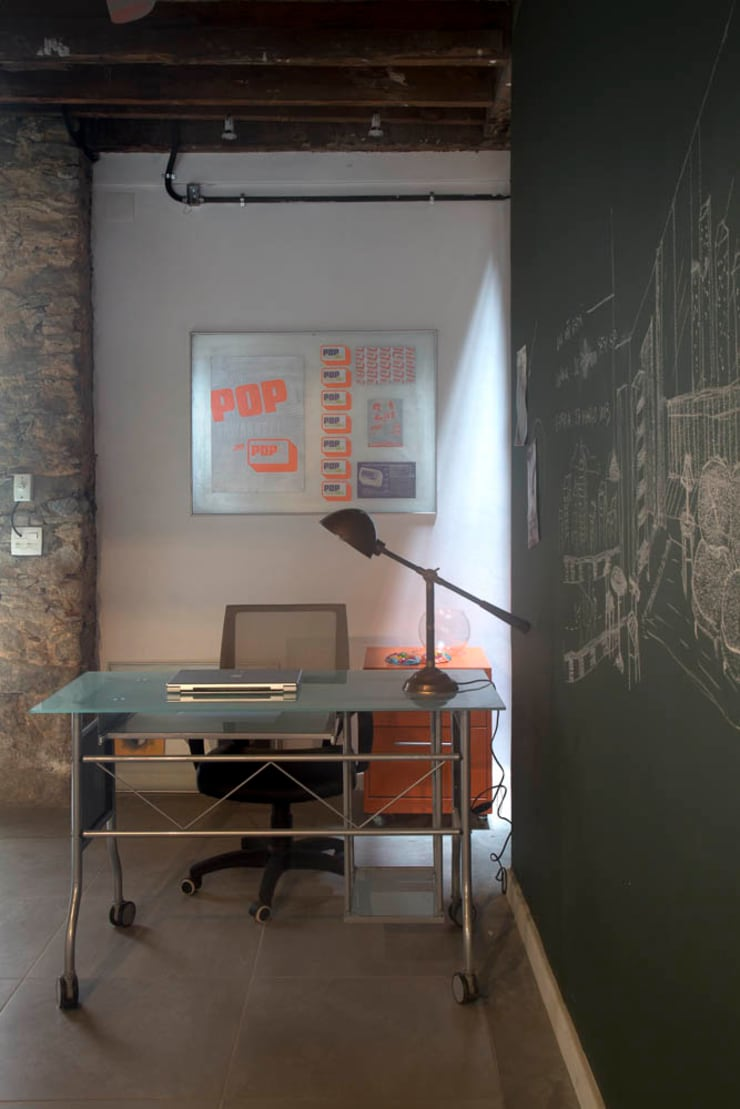 Estudios y despachos de estilo  de Carlos Salles Arquitetura e Interiores, Ecléctico