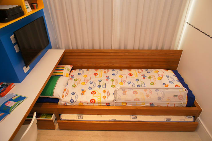 Modern nursery/kids room by Adoro Arquitetura Modern Wood Wood effect