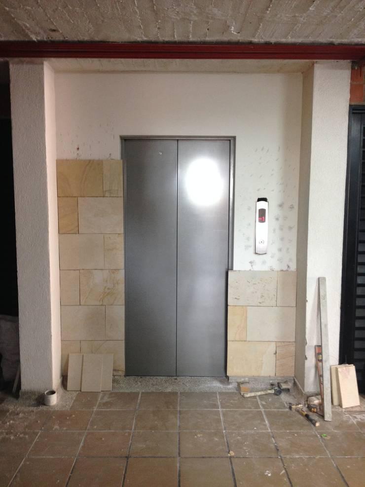 Obra civil – Enchape frente ascensores Conj. Torres del Alferez 1- Cali. :  de estilo  por MODOS Arquitectura