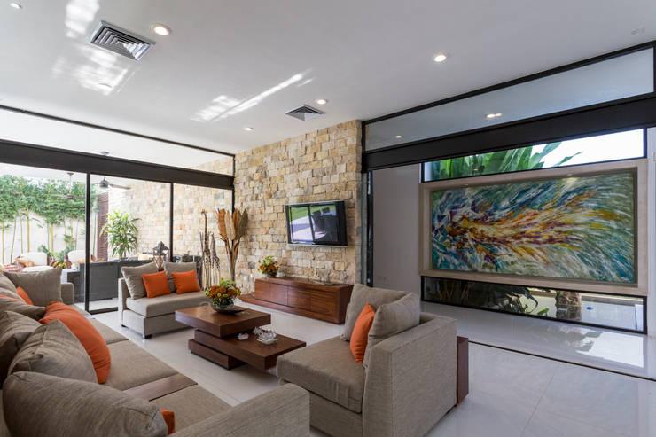 Casa O44: Salas de estilo  por P11 ARQUITECTOS