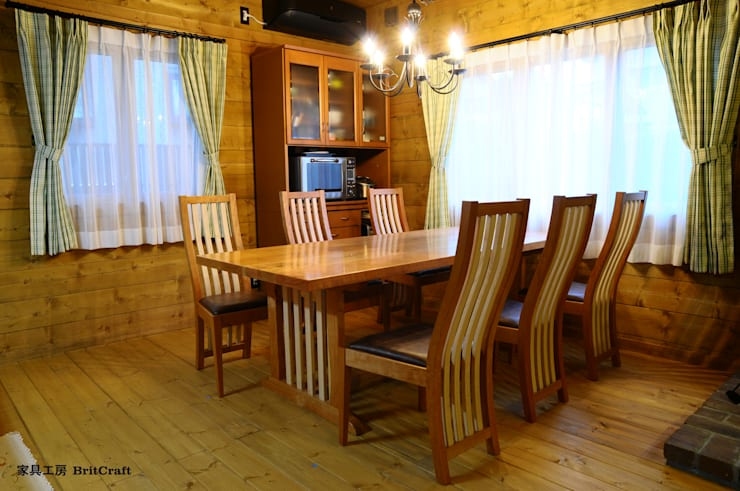 素敵なテーブルをダイニングへ: 家具工房 BritCraftが手掛けたダイニングルームです。
