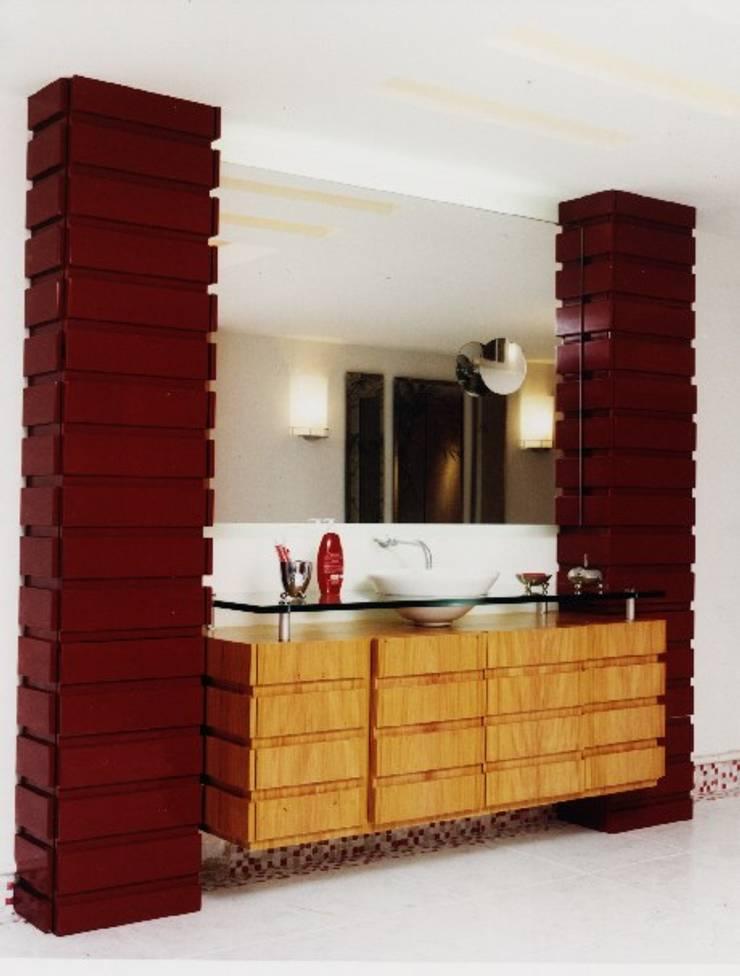 Mobiliário Casa de Banho – Concurso: Casas de banho  por Luciana Ribeiro Arquiteta