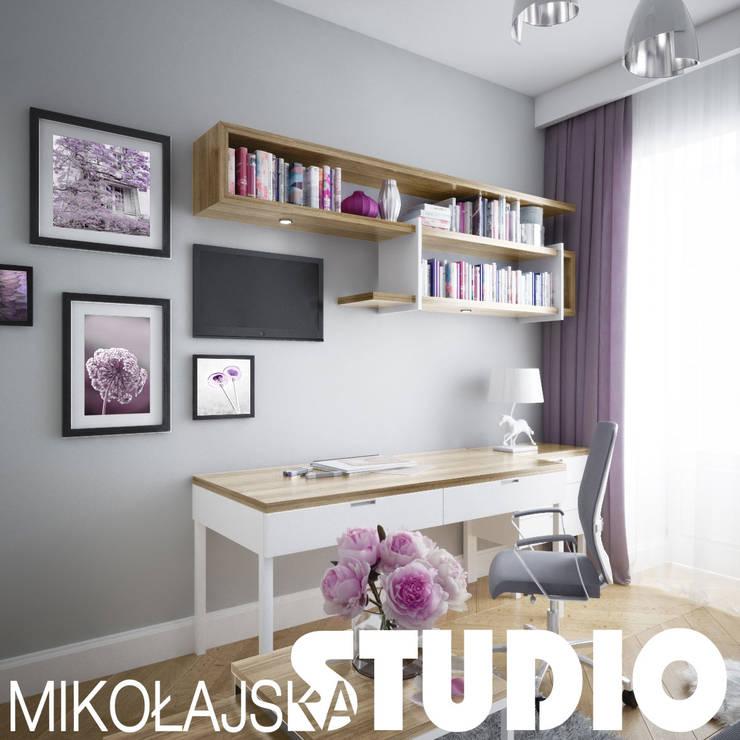 glamour girls room design: styl , w kategorii  zaprojektowany przez MIKOŁAJSKAstudio