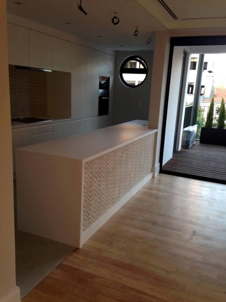 T3 Lisbon Luxury Apartment: Cozinhas  por EU LISBOA