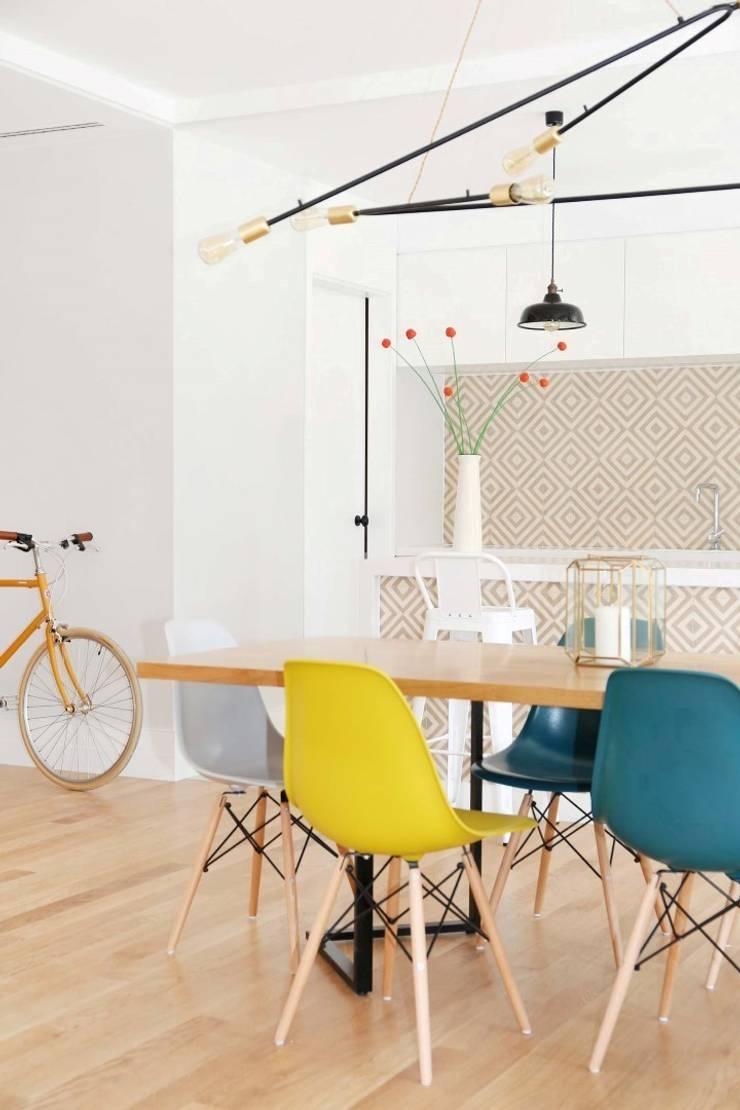 T3 Lisbon Luxury Apartment: Salas de jantar  por EU LISBOA