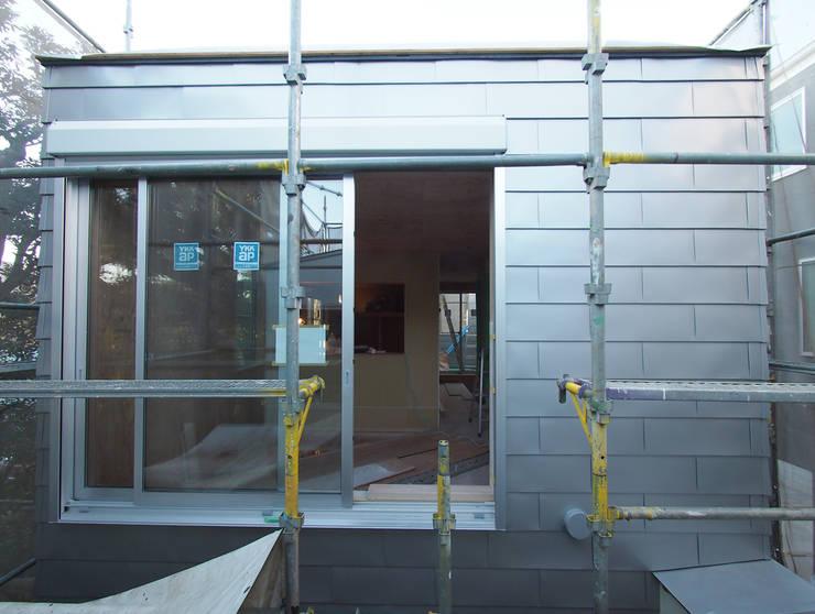 南棟外壁はガルバリウム鋼板: 株式会社エキップが手掛けた家です。