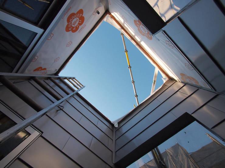 屋上へとつづく階段がつく予定です: 株式会社エキップが手掛けた家です。