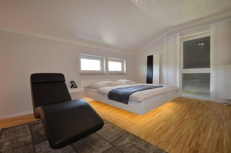 modern Bedroom by Licht-Design Skapetze GmbH & Co. KG
