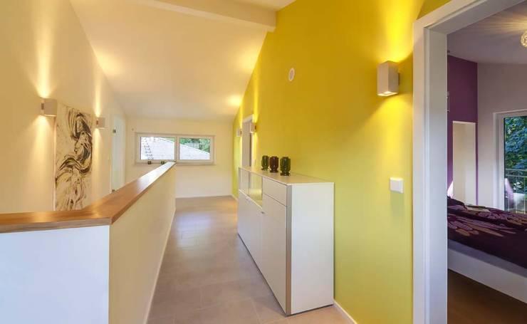 Corridor & hallway by Licht-Design Skapetze GmbH & Co. KG