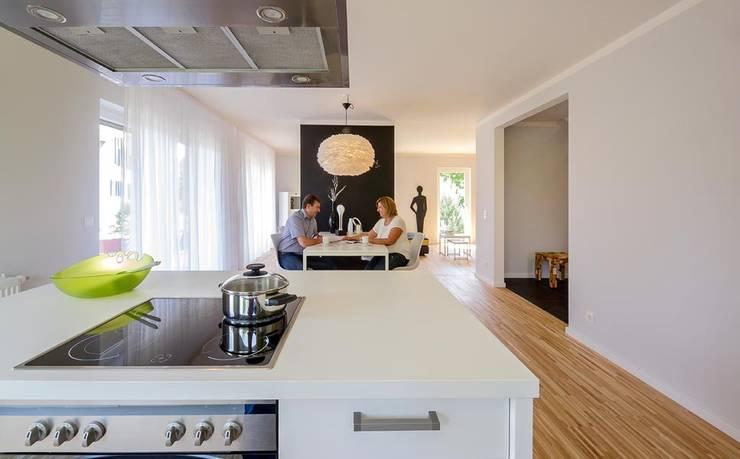 Кухни в . Автор – Licht-Design Skapetze GmbH & Co. KG