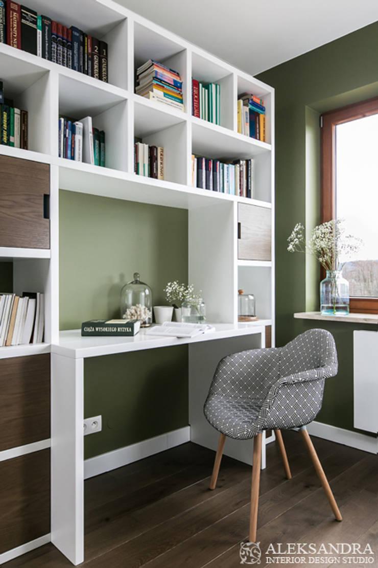 gabinet: styl , w kategorii Domowe biuro i gabinet zaprojektowany przez ALEKSANDRA interior design studio