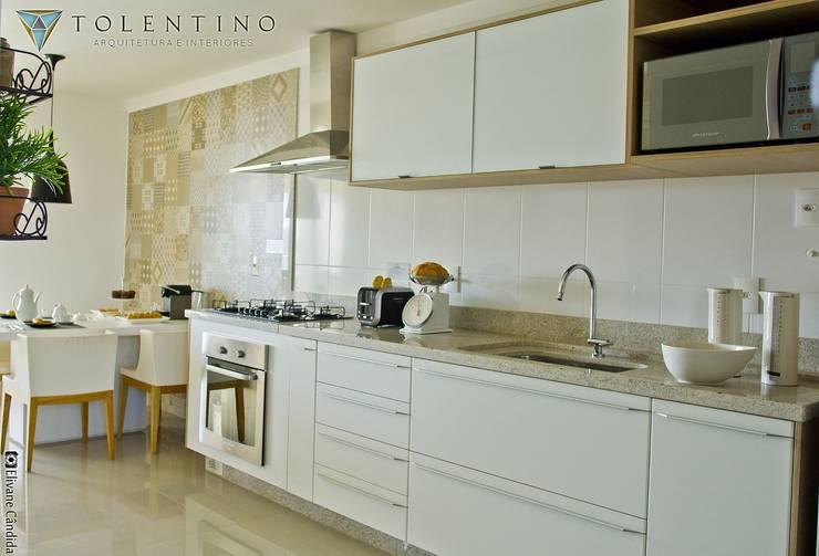 TOLENTINO ARQUITETURA E INTERIORESが手掛けたキッチン, クラシック MDF