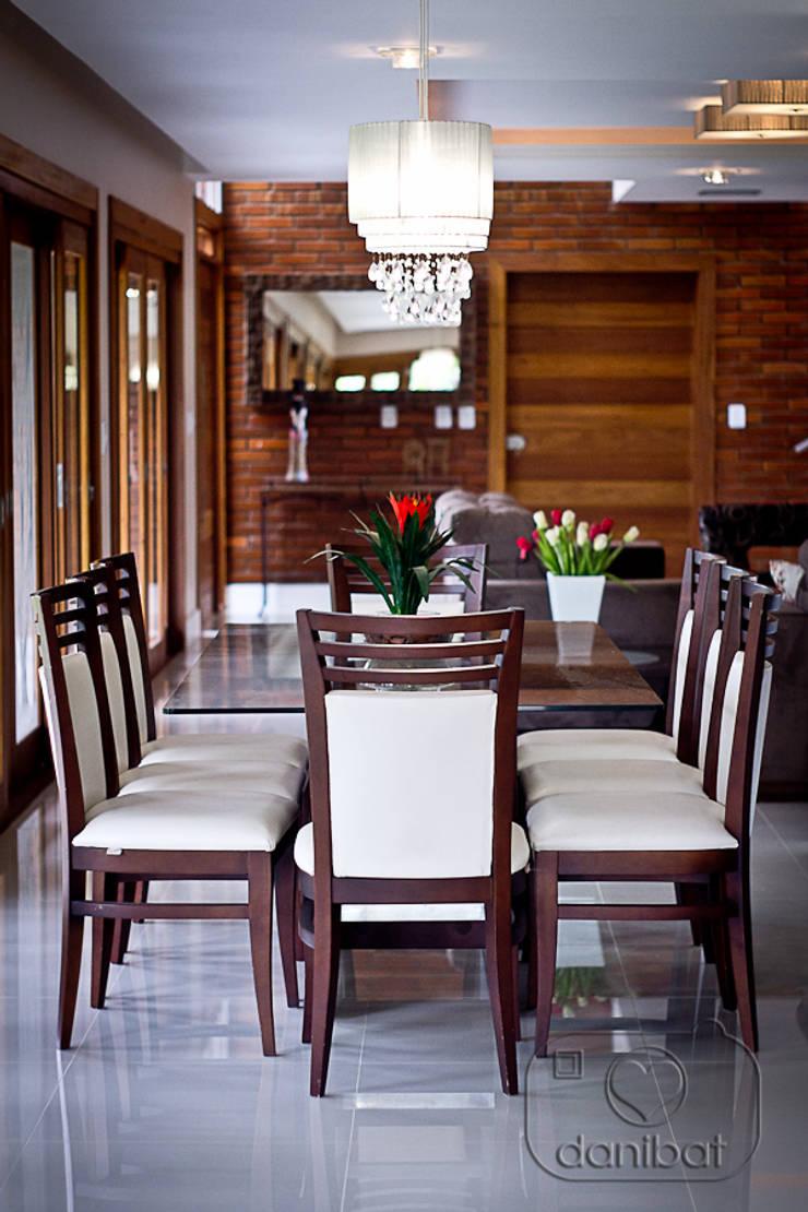 Condomínio Lago da Figueira: Salas de jantar  por NATALIA ELLWANGER ARQUITETUTA,