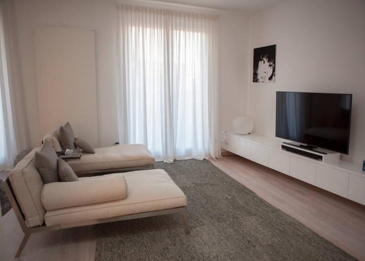 Salon de style de style Minimaliste par Archidromo - Circuito di Architettura -