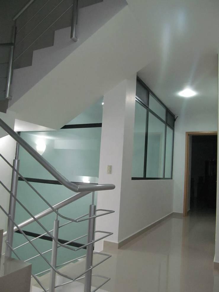 CASA ORAN-GE (habitacional +servicio):  de estilo  por 1001 ESTUDIO / Arquitectura