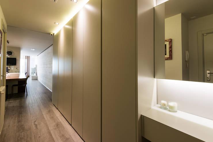 Corridor & hallway by Standal
