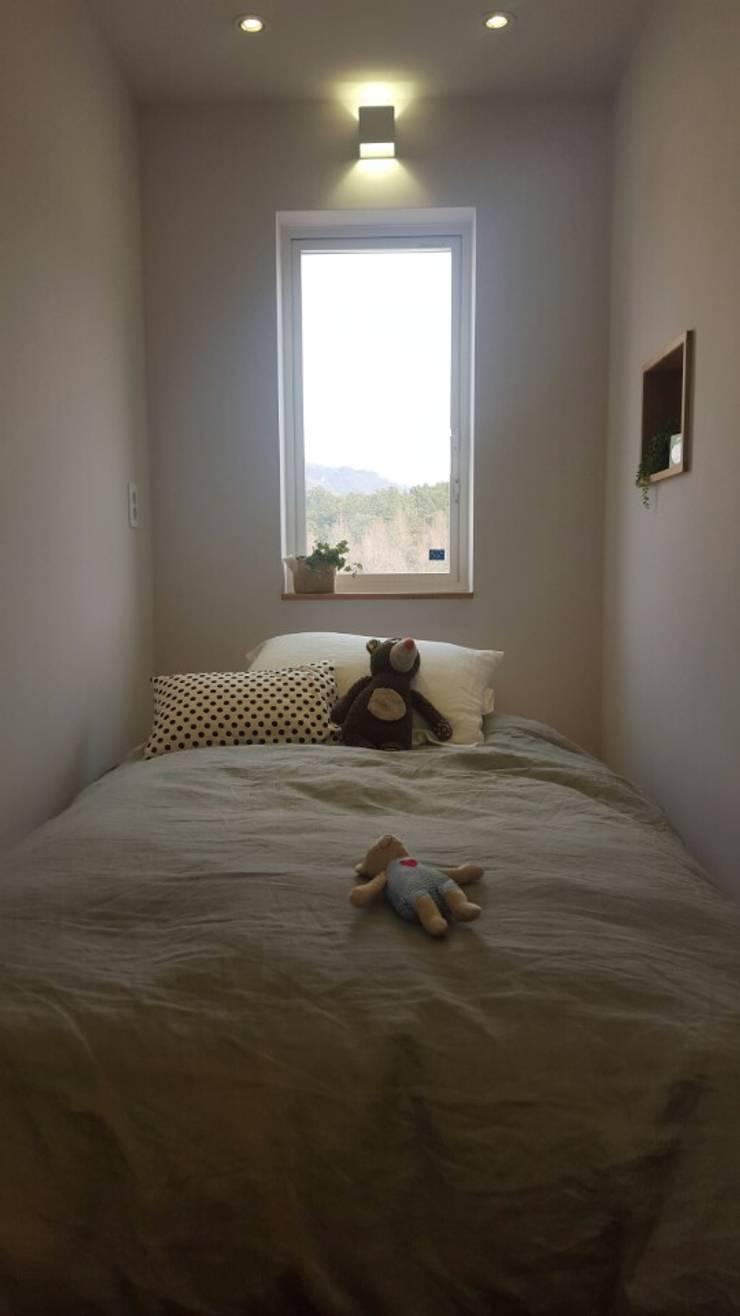루트주택 17호: 루트 주택의  침실,