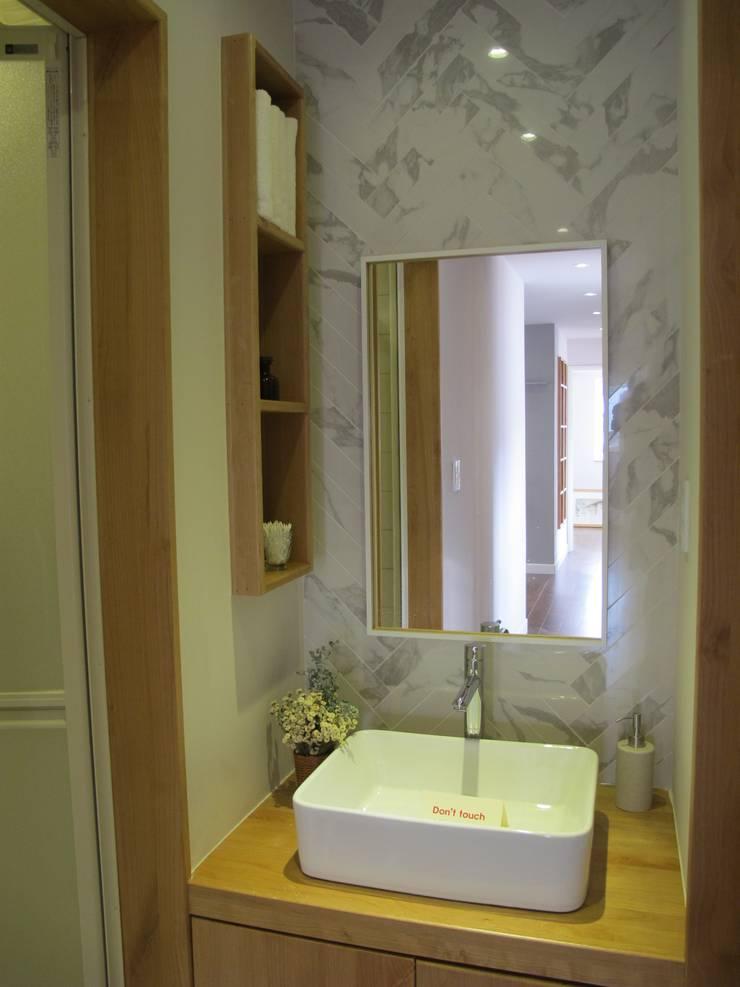 루트주택 17호: 루트 주택의  욕실,