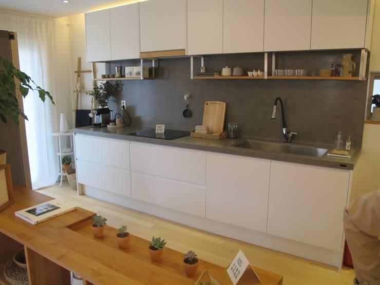 Кухни в . Автор – 루트 주택