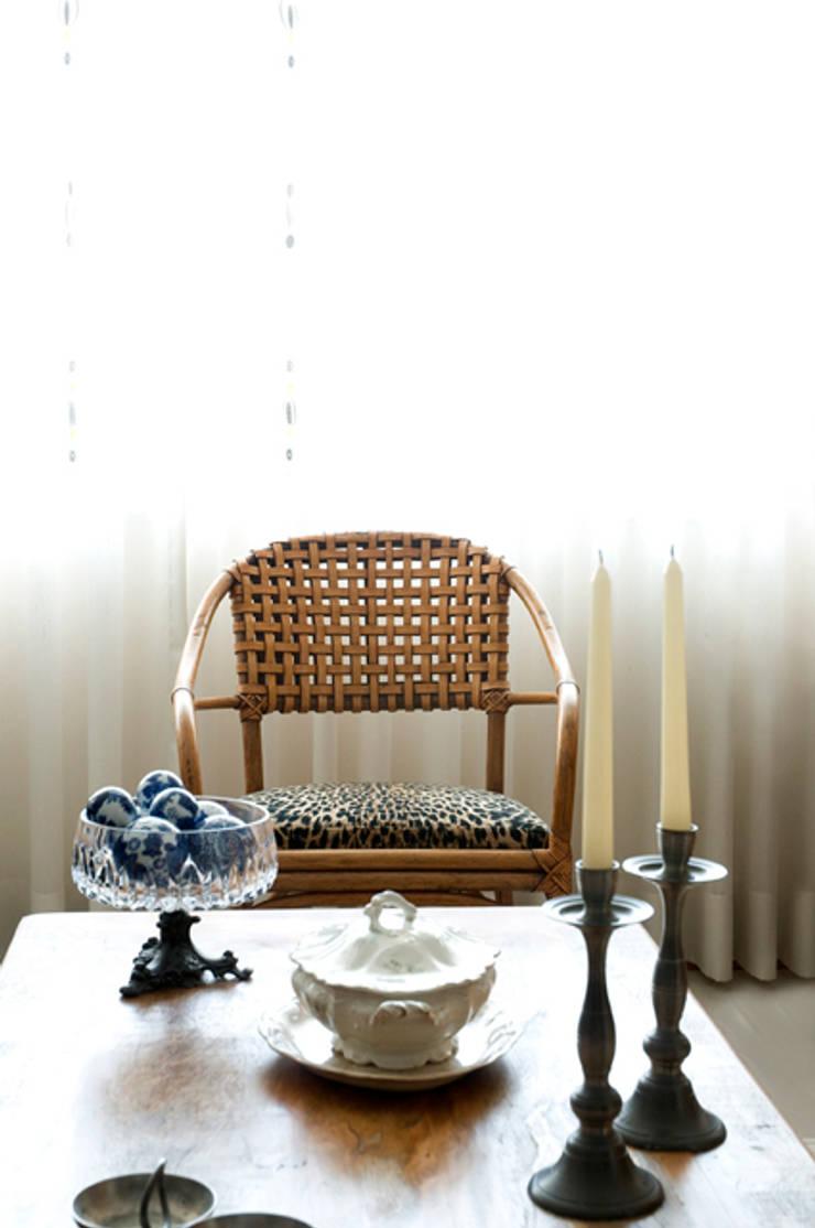 Apartamento Ipanema : Salas de estar  por Carlos Salles Arquitetura e Interiores,