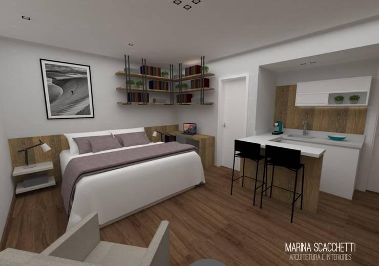 Perspectiva do flat com vista para o dormitório e copa: Quartos  por Marina Scacchetti Arquitetura e Interiores,