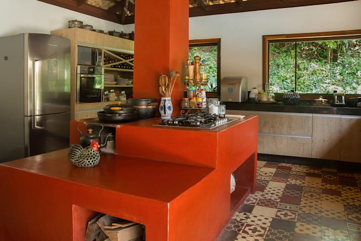 country Kitchen by CAMILA FERREIRA ARQUITETURA E INTERIORES