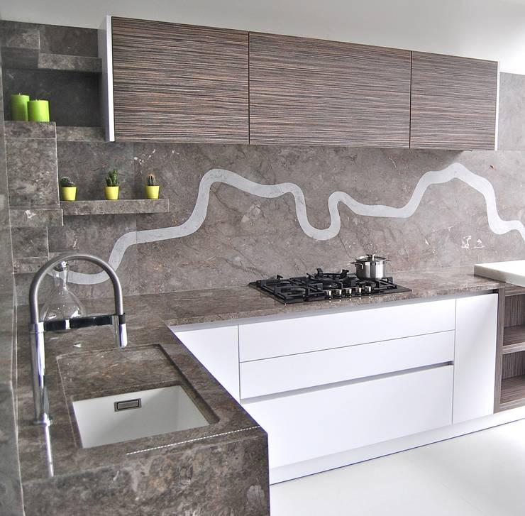 مطبخ تنفيذ Ogle luxury Kitchens & Bathrooms