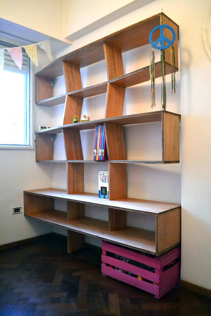 Biblioteca Multilaminado: Dormitorios infantiles  de estilo  por MueblesElemental