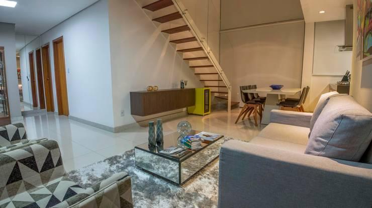 Salas / recibidores de estilo  por Laura Lage Arquitetura e Design, Moderno
