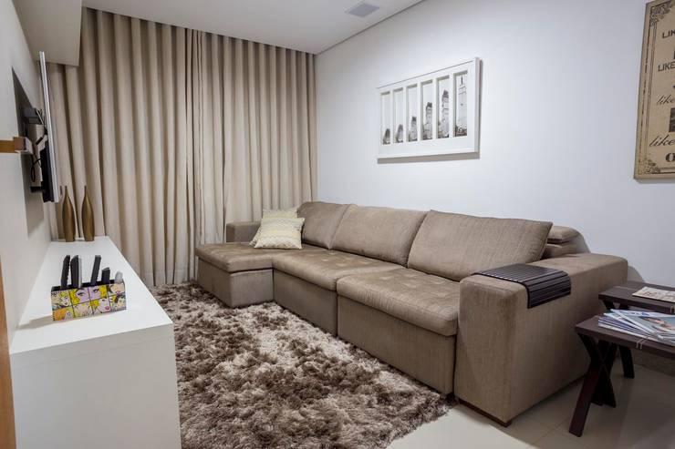 Salas de entretenimiento de estilo  por Laura Lage Arquitetura e Design, Moderno