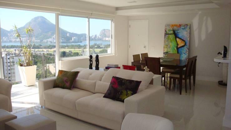 Apartamento – Gávea – Rio: Salas de estar  por Carlos Salles Arquitetura e Interiores,