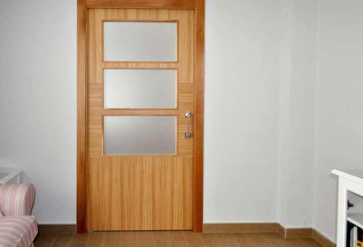 Puertas y ventanas de estilo  por MUDEYBA S.L.