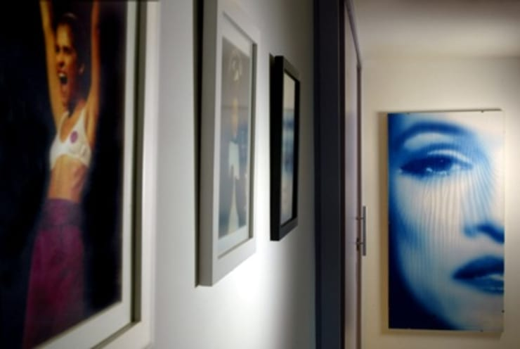 Apartamento – Gávea – Rio: Corredores e halls de entrada  por Carlos Salles Arquitetura e Interiores,