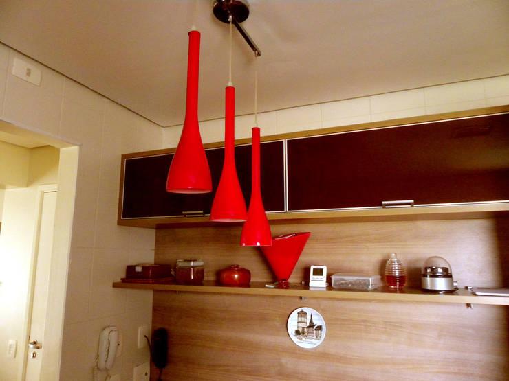 Projeto de Arquitetura e Reforma - Apartamento Guarulhos - Alta Vista: Cozinhas  por SIA Arquitetura e Urbanismo,